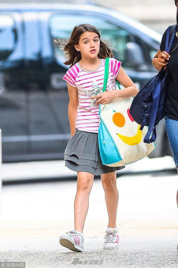 Công chúa điệu đà một thời Suri Cruise xuất hiện đầy giản dị trên phố giữa tin đồn sắp được gặp lại bố Tom - Ảnh 5.