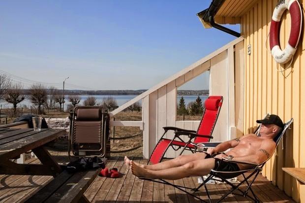 Cuộc sống trong nhà tù kỳ lạ nhất thế giới: Tù nhân thoải mái tắm nắng, tập gym và được nhận lương hàng tháng - Ảnh 3.