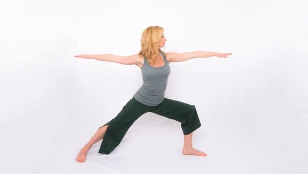 Mỗi ngày bỏ ra 7 phút, chẳng sợ stress với các động tác yoga này - Ảnh 4.