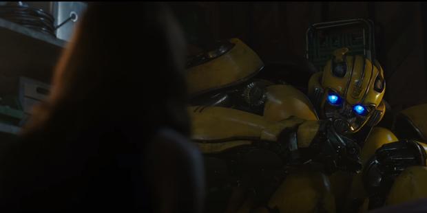 Người máy biến hình hóa phim ngôn tình ngay trailer Bumblebee - Ảnh 3.