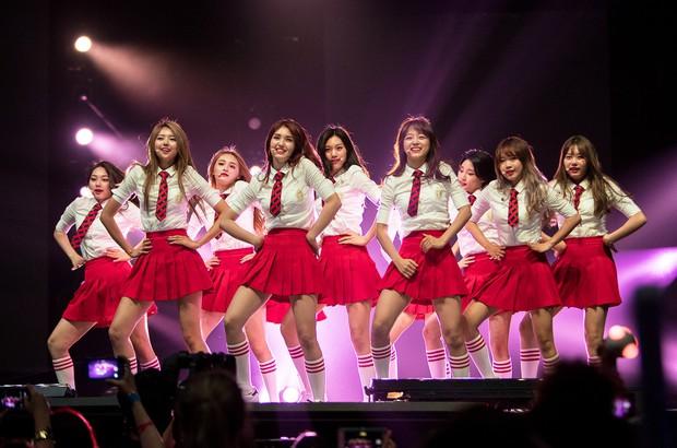 Từ WANNA ONE, I.O.I, JBJ mới thấy những nhóm nhạc ngắn hạn thành công như thế nào ở Kpop - Ảnh 1.