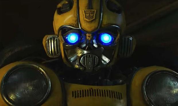 Người máy biến hình hóa phim ngôn tình ngay trailer Bumblebee - Ảnh 2.