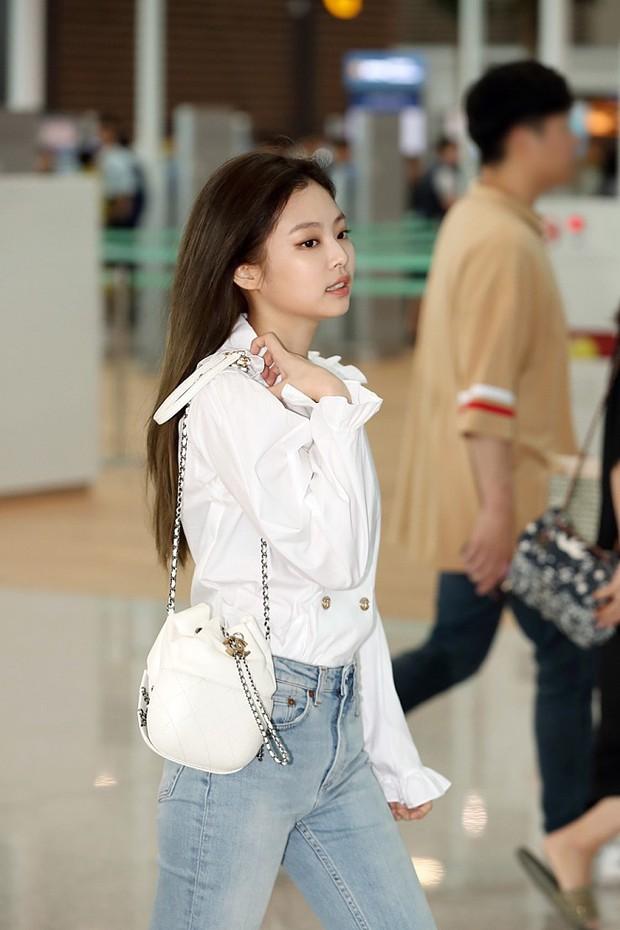 Mỹ nhân Jennie (Black Pink) lại gây sốt vì đi sân bay thôi mà sang chảnh như hội rich kid, body không thể đùa - Ảnh 3.