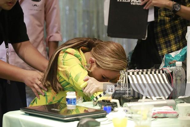 Nóng: Võ Hoàng Yến bất ngờ bật khóc vì tái phát chấn thương, The Face gián đoạn ghi hình - Ảnh 7.