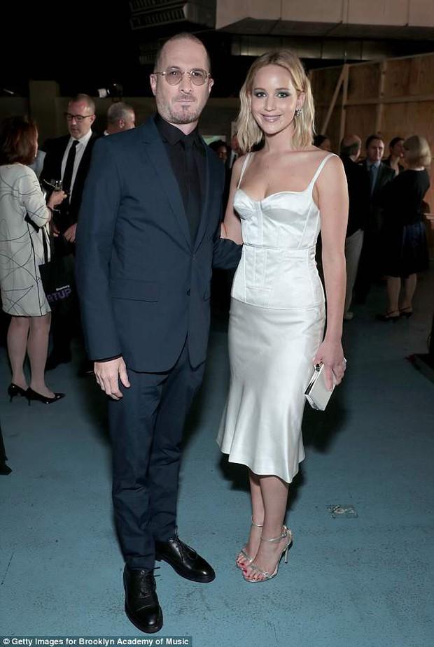 Mỹ nhân gợi cảm nhất thế giới Jennifer Lawrence hồn nhiên để mặt mộc, tóc rối đi hẹn hò bạn trai mới - Ảnh 6.