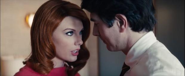 Taylor Swift làm tiểu tam tóc đỏ quyến rũ trai đẹp Superman đã có vợ - Ảnh 2.