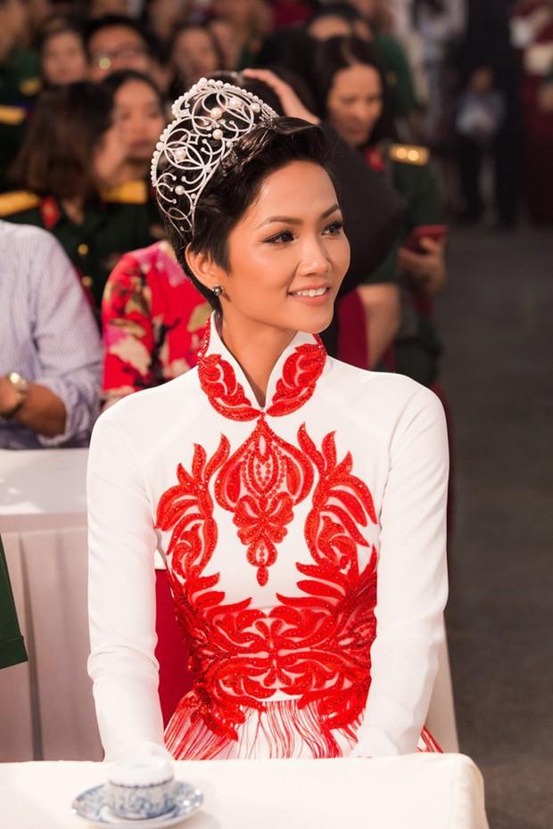 Chỉ trung thành với tóc tém nhưng Hoa hậu HHen Niê vẫn biến tấu đủ kiểu thú vị - Ảnh 15.