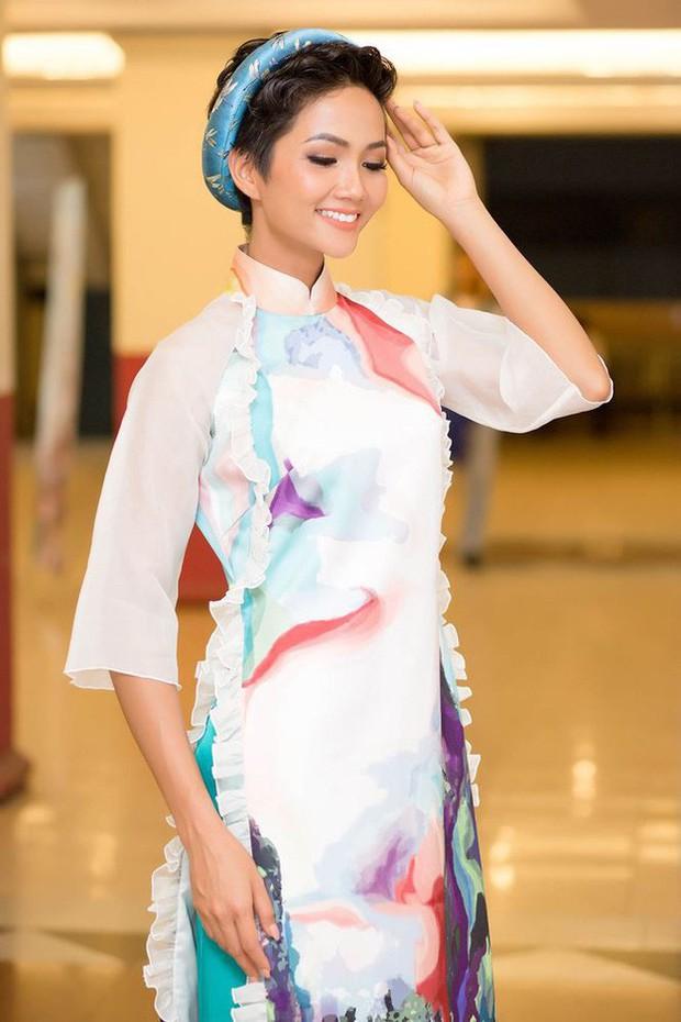 Chỉ trung thành với tóc tém nhưng Hoa hậu HHen Niê vẫn biến tấu đủ kiểu thú vị - Ảnh 16.