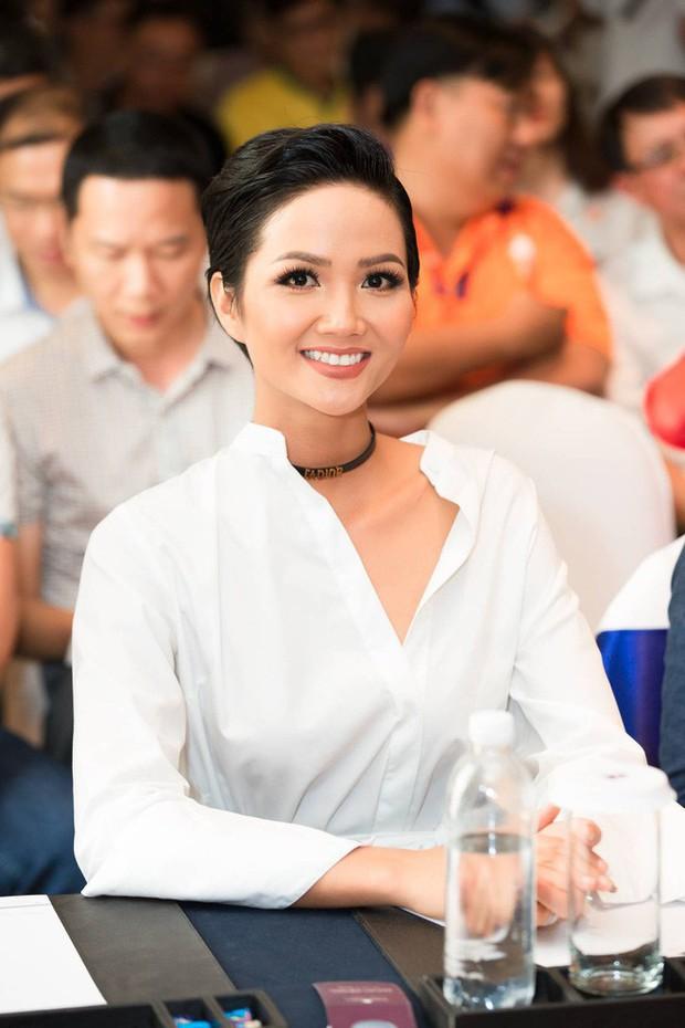 Chỉ trung thành với tóc tém nhưng Hoa hậu HHen Niê vẫn biến tấu đủ kiểu thú vị - Ảnh 8.