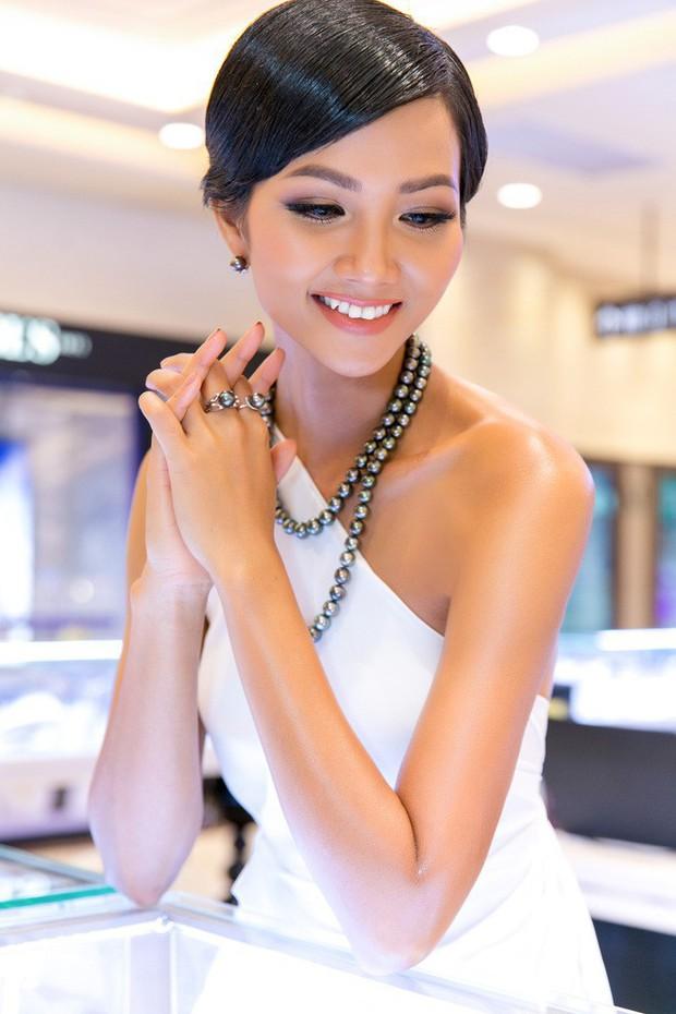 Chỉ trung thành với tóc tém nhưng Hoa hậu HHen Niê vẫn biến tấu đủ kiểu thú vị - Ảnh 9.