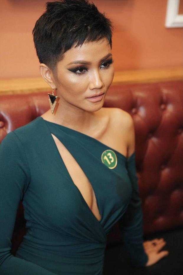 Chỉ trung thành với tóc tém nhưng Hoa hậu HHen Niê vẫn biến tấu đủ kiểu thú vị - Ảnh 10.