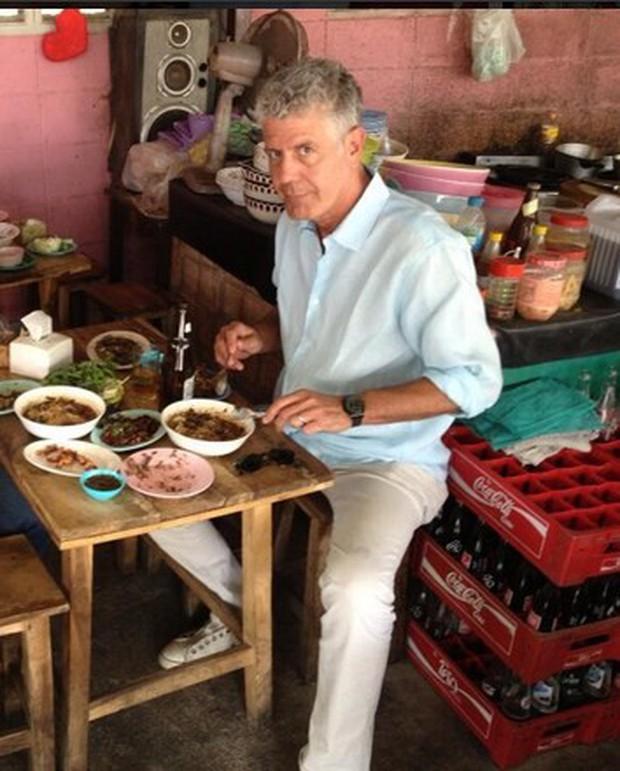 Những hình ảnh đáng nhớ của đầu bếp Anthony Bourdain trong hành trình khám phá ẩm thực Việt Nam - Ảnh 6.