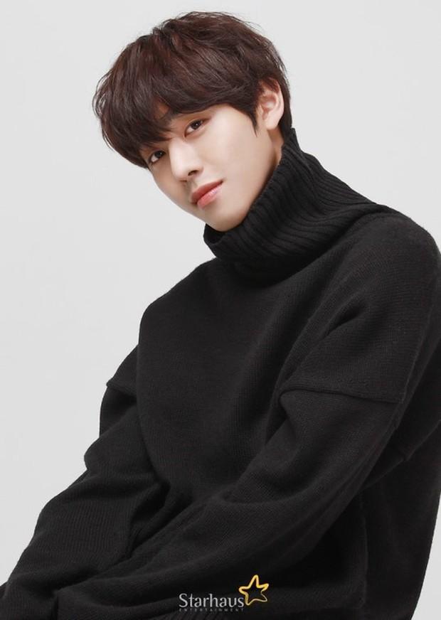 Để lọt trai trẻ, Kim Yoo Jung cặp kè mỹ nam hơn một giáp, to cao... gấp rưỡi - Ảnh 2.