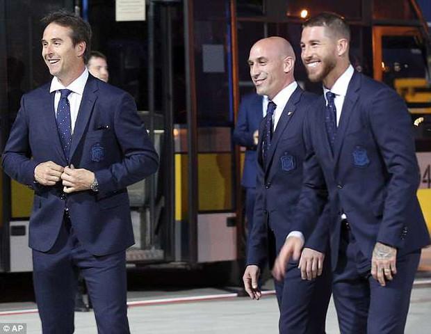 """Ramos dẫn đầu dàn """"trai đẹp"""" đội tuyển Tây Ban Nha đổ bộ đến Nga - Ảnh 2."""