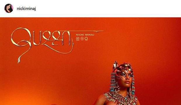 Nicki Minaj gần như bán nude khoe vòng 1 táo bạo trên bìa album - Ảnh 1.