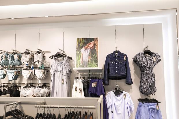 Trở thành gương mặt đại diện cho BST Hè, Đông Nhi được H&M Việt Nam trưng ảnh khắp store và mác áo quần - Ảnh 5.