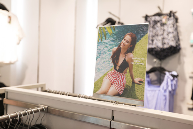 Trở thành gương mặt đại diện cho BST Hè, Đông Nhi được H&M Việt Nam trưng ảnh khắp store và mác áo quần - Ảnh 7.