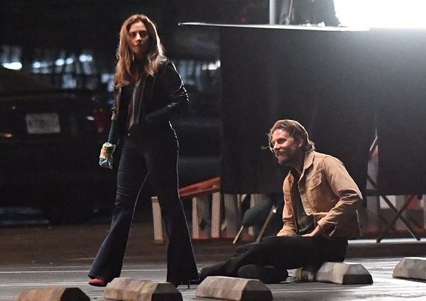 Lady Gaga tình tứ hết cỡ với Bradley Cooper trong A Star Is Born - Ảnh 9.