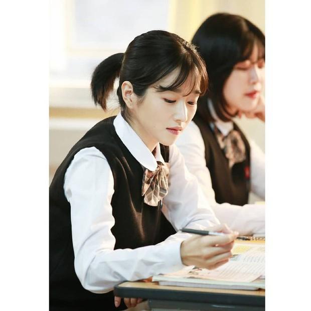 Sao Hàn để tóc bob dài: người trẻ ra vài tuổi, người lại sang chảnh ngút trời - Ảnh 12.