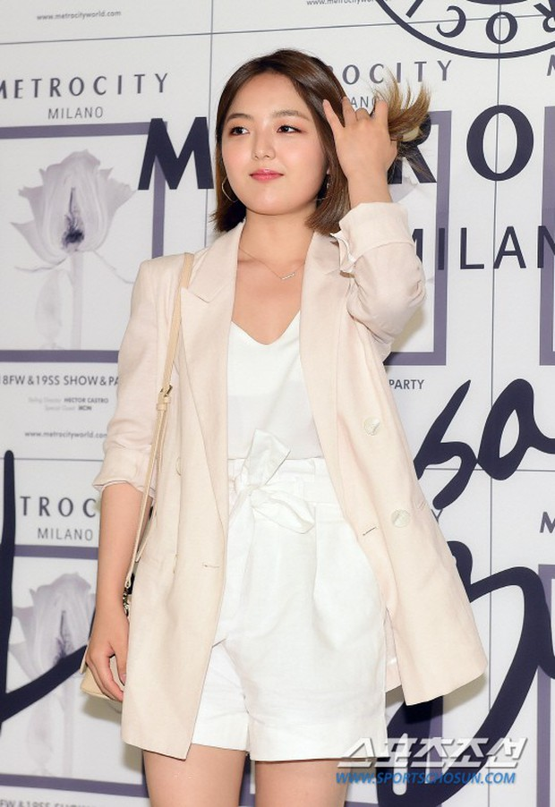 Bớt mặc hở bạo và cố đổi style, sao nhí Gia Đình Là Số 1 vẫn bị netizen Hàn chê tới tận đáy - Ảnh 4.