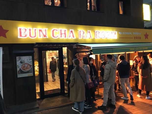Nhà hàng Việt giữa lòng Seoul nổi tiếng đến nỗi muốn ăn phải xếp hàng tận 20 phút - Ảnh 6.