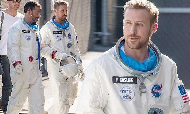 Trai đẹp Ryan Gosling chinh phục mặt trăng trong phim tiểu sử First Man - Ảnh 2.
