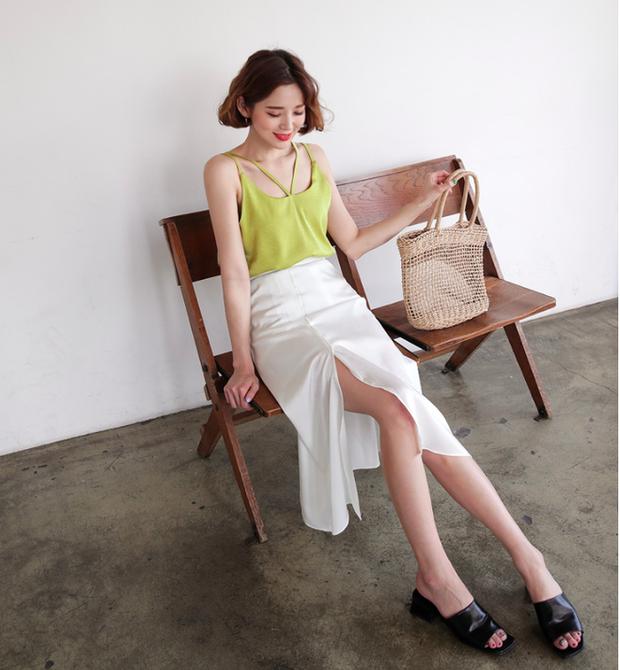 Combo áo hai dây + chân váy midi: vừa xinh vừa điệu, lại siêu mát để nàng tha hồ dạo phố cuối tuần - Ảnh 4.