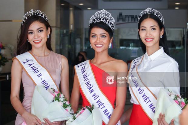Một ngày làm việc từ sáng sớm đến tối mịt của Top 3 Hoa hậu Hoàn vũ Việt Nam 2017 - Ảnh 6.