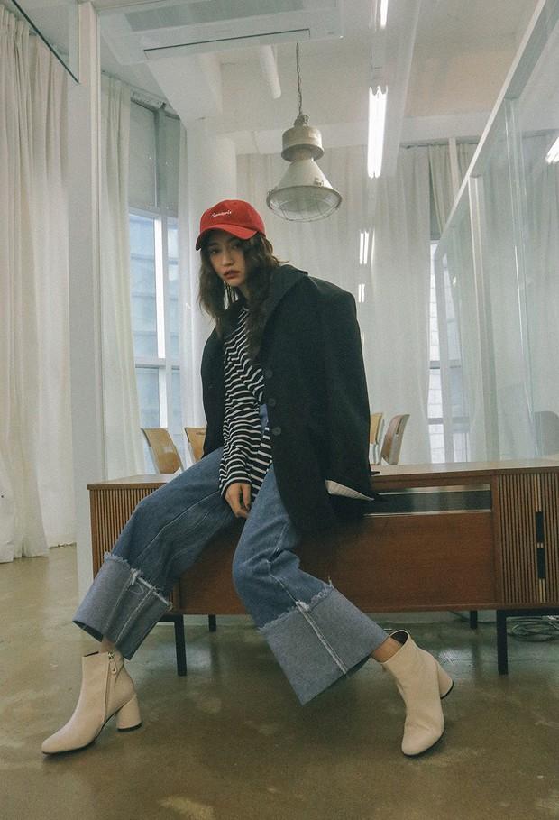 Quần jeans ống rộng gập gấu: không phải người ta trót mua quần dài rồi xắn lên cho ngắn đâu, là hot trend đấy! - Ảnh 6.