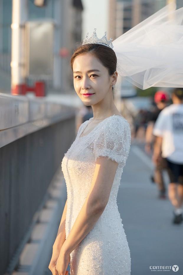 Cặp đôi bất ngờ nhất Kbiz: Nữ diễn viên Hàn hẹn hò nam rapper Show me the money kém tận 12 tuổi - Ảnh 3.