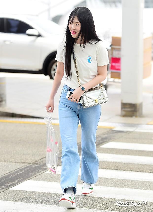2 mỹ nhân SM đụng độ ở sân bay: Taeyeon hack tuổi khó tin, Sulli béo nhưng sao vẫn xinh thế này? - Ảnh 8.