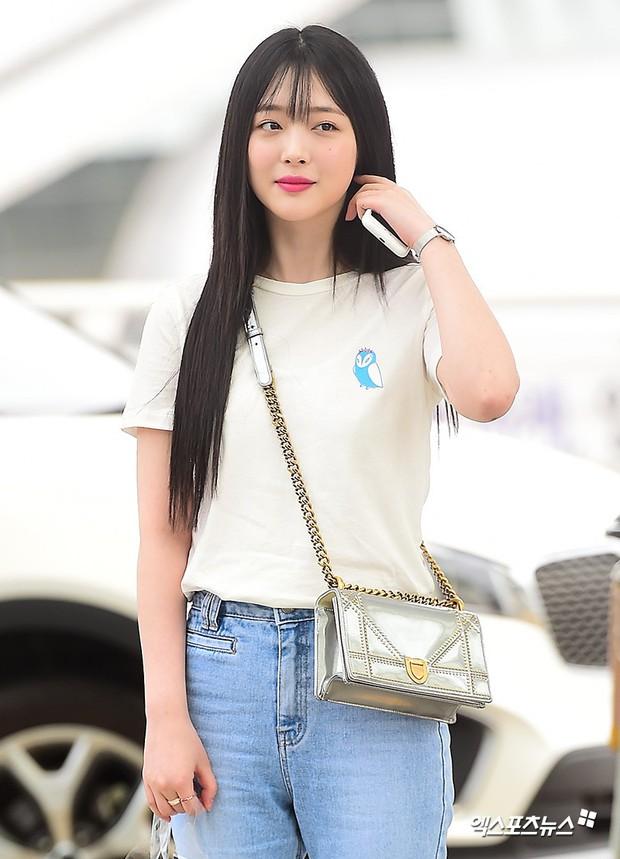 2 mỹ nhân SM đụng độ ở sân bay: Taeyeon hack tuổi khó tin, Sulli béo nhưng sao vẫn xinh thế này? - Ảnh 11.
