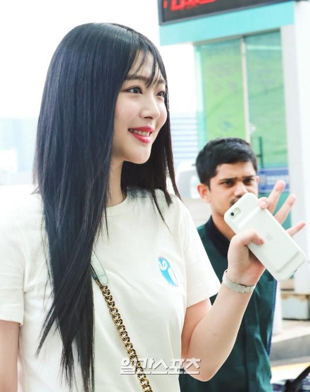 2 mỹ nhân SM đụng độ ở sân bay: Taeyeon hack tuổi khó tin, Sulli béo nhưng sao vẫn xinh thế này? - Ảnh 14.