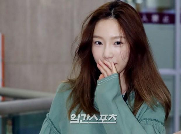 2 mỹ nhân SM đụng độ ở sân bay: Taeyeon hack tuổi khó tin, Sulli béo nhưng sao vẫn xinh thế này? - Ảnh 7.