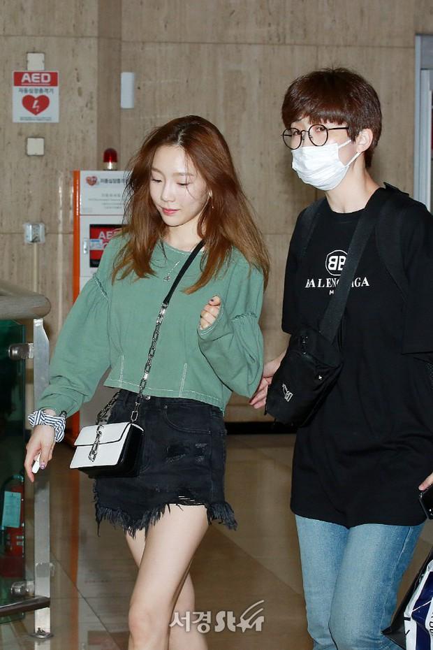 2 mỹ nhân SM đụng độ ở sân bay: Taeyeon hack tuổi khó tin, Sulli béo nhưng sao vẫn xinh thế này? - Ảnh 3.