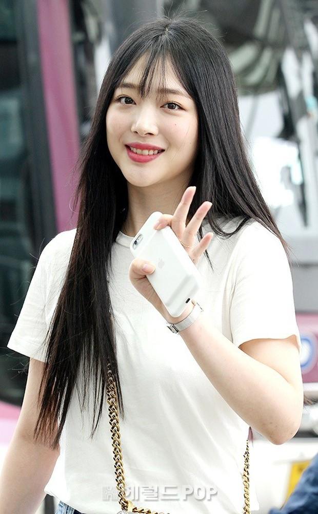 2 mỹ nhân SM đụng độ ở sân bay: Taeyeon hack tuổi khó tin, Sulli béo nhưng sao vẫn xinh thế này? - Ảnh 12.