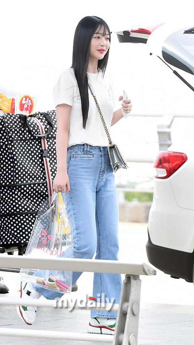 2 mỹ nhân SM đụng độ ở sân bay: Taeyeon hack tuổi khó tin, Sulli béo nhưng sao vẫn xinh thế này? - Ảnh 9.