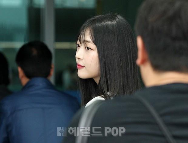 2 mỹ nhân SM đụng độ ở sân bay: Taeyeon hack tuổi khó tin, Sulli béo nhưng sao vẫn xinh thế này? - Ảnh 17.
