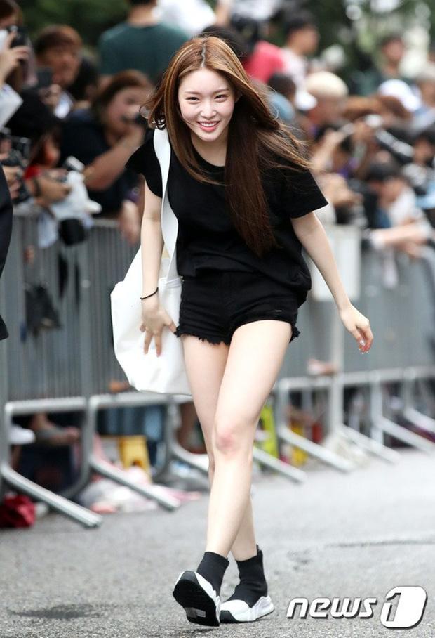 Quân đoàn trai xinh gái đẹp Kpop cùng đổ bộ: 2 nữ thần Red Velvet đọ với dàn nữ tân binh nhà Cube, G-Friend lép vế - Ảnh 21.