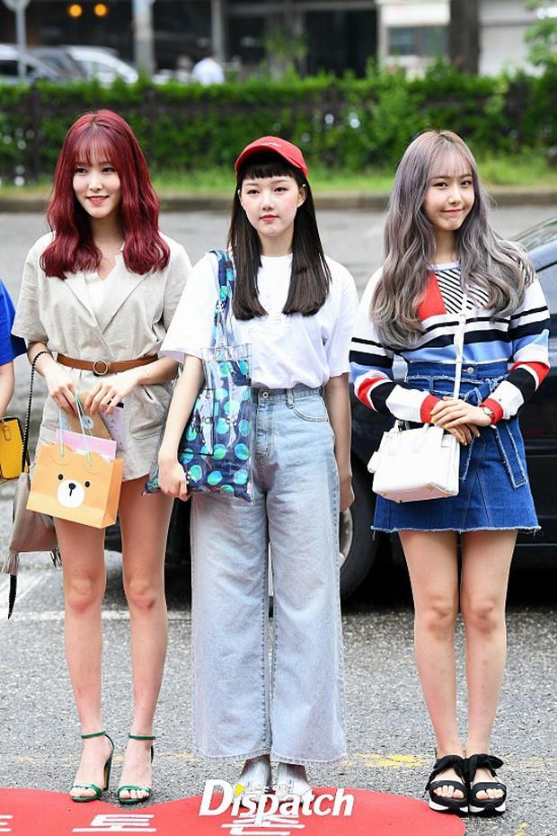 Quân đoàn trai xinh gái đẹp Kpop cùng đổ bộ: 2 nữ thần Red Velvet đọ với dàn nữ tân binh nhà Cube, G-Friend lép vế - Ảnh 15.