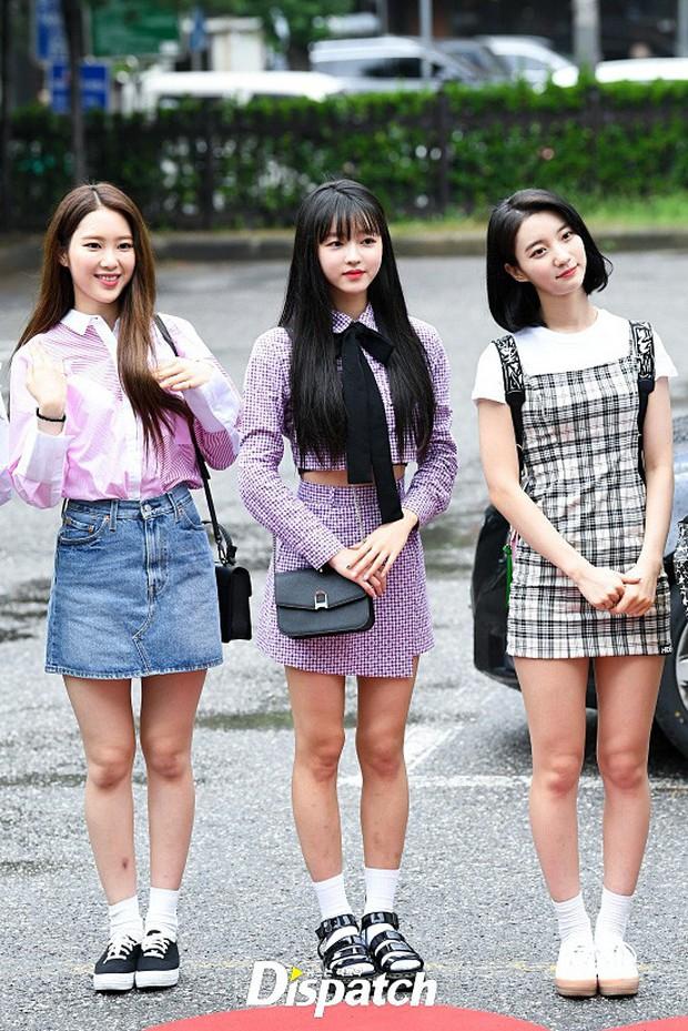 Quân đoàn trai xinh gái đẹp Kpop cùng đổ bộ: 2 nữ thần Red Velvet đọ với dàn nữ tân binh nhà Cube, G-Friend lép vế - Ảnh 22.