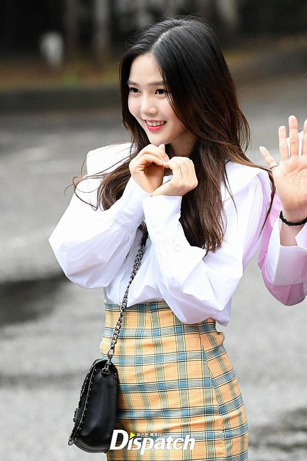 Quân đoàn trai xinh gái đẹp Kpop cùng đổ bộ: 2 nữ thần Red Velvet đọ với dàn nữ tân binh nhà Cube, G-Friend lép vế - Ảnh 24.