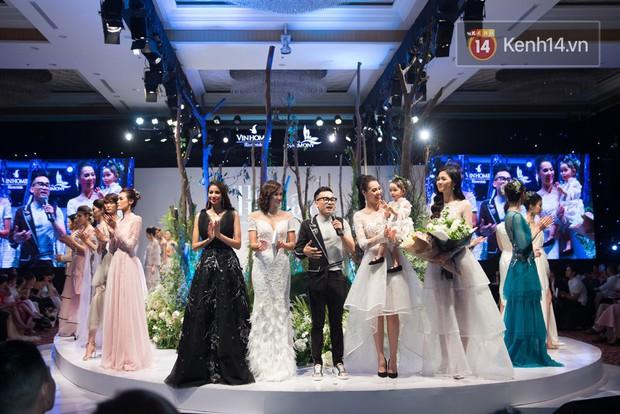 Hương Giang vắng mặt trong màn catwalk chung với Phạm Hương và đây là nguyên nhân  - Ảnh 1.