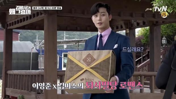 Hậu trường Thư Ký Kim: Quá bất ngờ với thứ đựng trong hộp quà Park Seo Joon mang ra đảo - Ảnh 3.