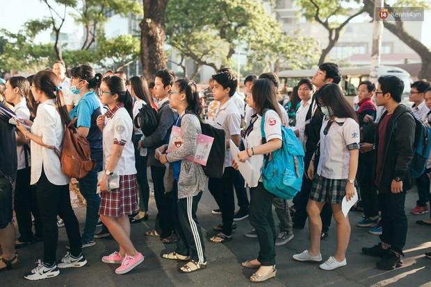 ĐH Kinh tế Quốc dân chính thức công bố mức điểm sàn xét tuyển vào trường năm 2018 - Ảnh 1.