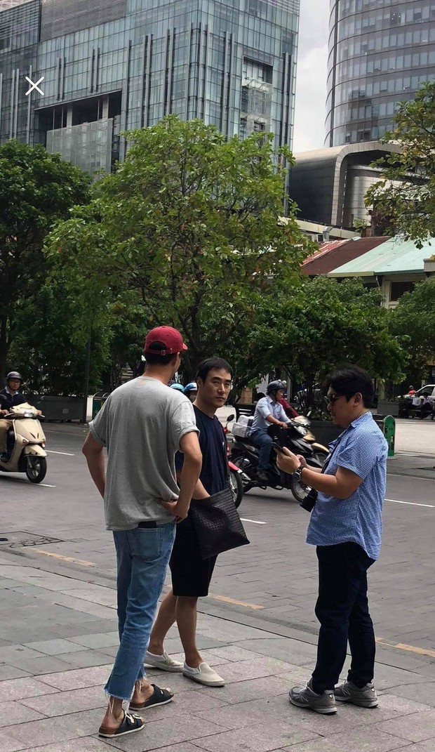 Rò rỉ ảnh Jo In Sung, Bae Sung Woo ở TP.HCM, fan tò mò liệu nhóm bạn thân toàn tài tử có rủ nhau đến Việt Nam? - Ảnh 2.