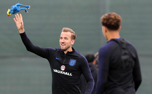 Tuyển Anh chơi chiêu độc: tập luyện với gà cao su trước trận bán kết - Ảnh 3.