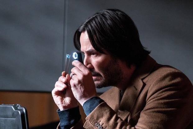 Buôn kim cương giả, Ông Kẹ Keanu Reeves lại còn dám bướng với mafia Nga - Ảnh 9.