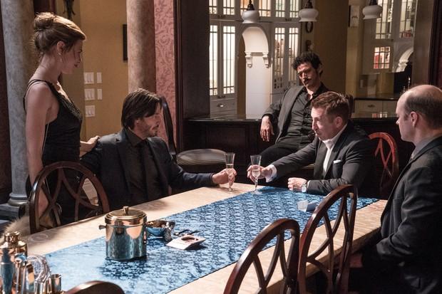Buôn kim cương giả, Ông Kẹ Keanu Reeves lại còn dám bướng với mafia Nga - Ảnh 12.