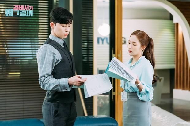 Hậu trường Thư Ký Kim: Quá bất ngờ với thứ đựng trong hộp quà Park Seo Joon mang ra đảo - Ảnh 20.